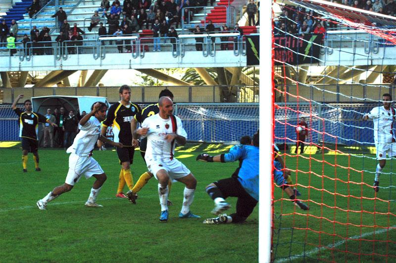 Samb-Santarcangelo: il gol di Francesco Covelli (foto Troiani)