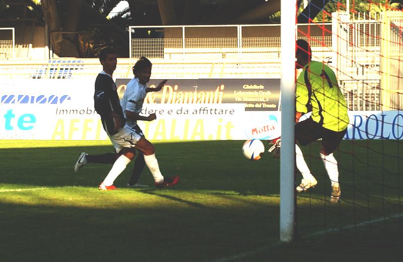 Zazzetta segna l'1-0 al Bojano (foto Troiani)