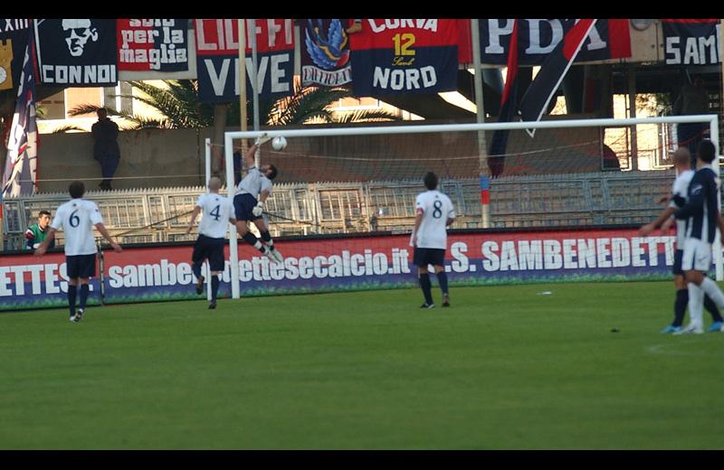Lima battuto dal super tiro di Crisci, è il gol dell'uno a uno (foto Troiani)
