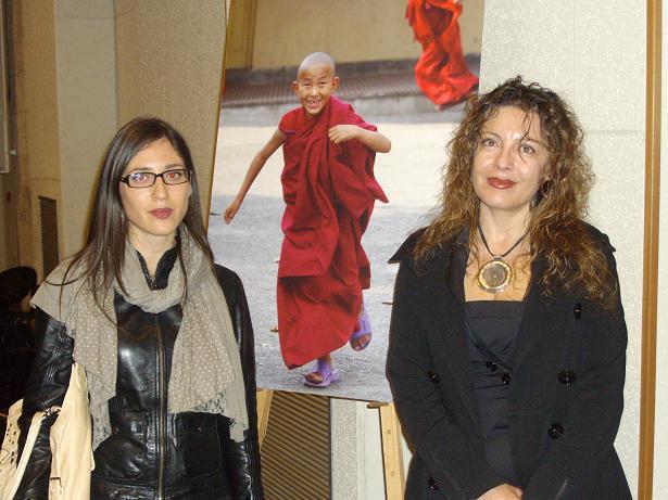La fotografa Raffaella Milandri (a destra) con la nostra Alessandra Addari