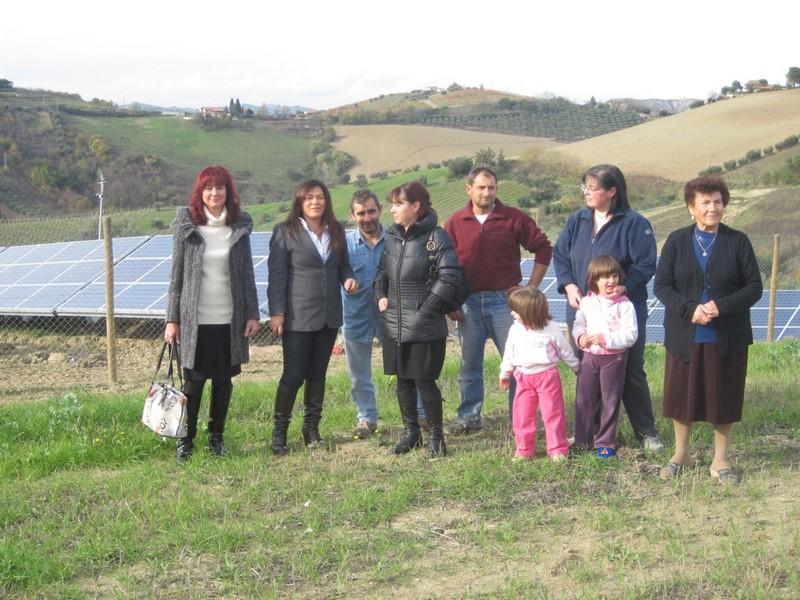 I cittadini che protestano contro l'installazione del campo fotovoltaico sulle bellissime colline picene