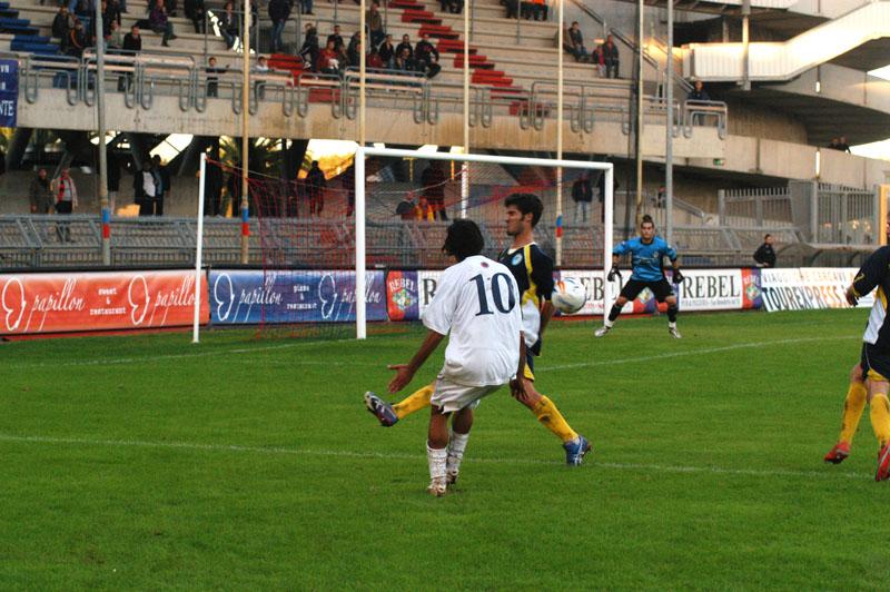 Match di andata, Samb-Santarcangelo: il presunto rigore per fallo di mano su cross di Zazzetta (Troiani)