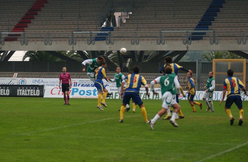 Ultimi scampoli del match, Pulcini ci prova invano di testa (foto Troiani)
