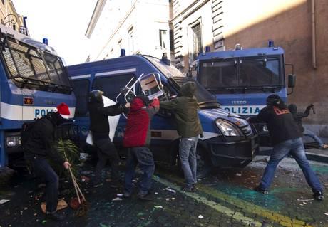 14 dicembre 2010, incidenti a Roma (Ansa)