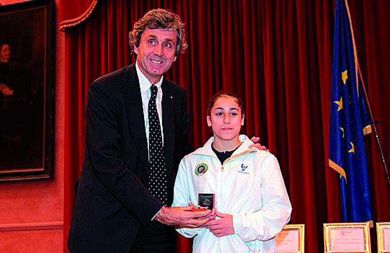 Jessica Helene Mattoni della Wsa Atleta Esemplare 2010. Premiata dall'ex sindaco di Ancona Sturani