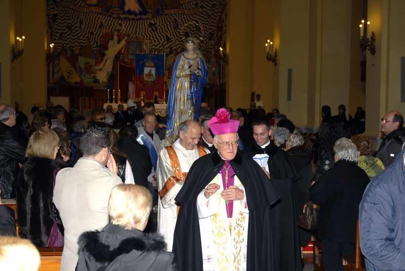 il Vescovo Gestori durante la processione della Madonna della Marina (foto Pierdomenico Braccetti)