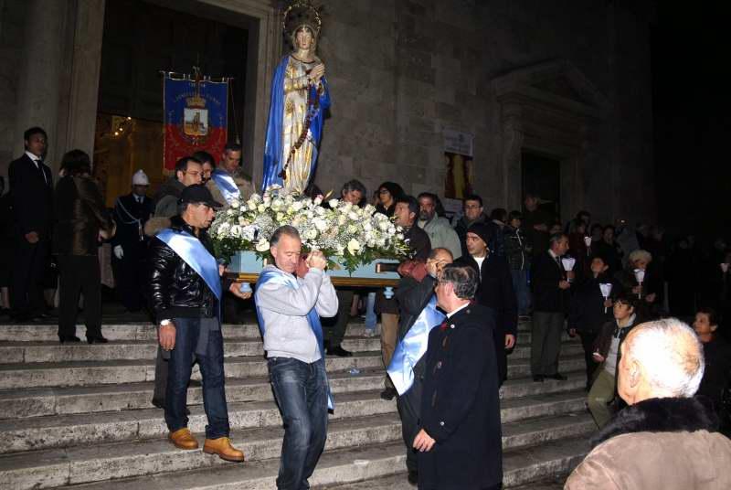 La processione della Madonna della Marina esce dalla cattedrale (foto Pierdomenico Braccetti)