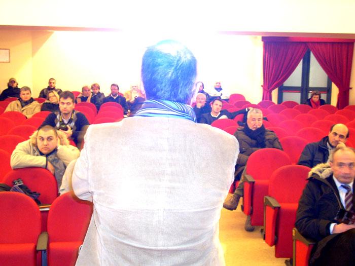 Quartiere San Filippo, Gaspari parla ai pochi presenti