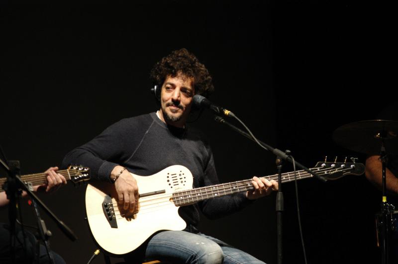 Qualità ed entusiasmo per Max Gazzè al PalaRiviera (foto Giuseppe Troiani)
