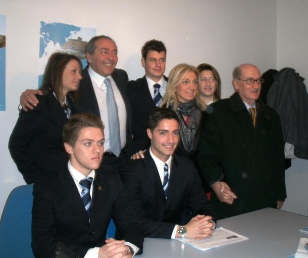Foto di gruppo con gli alunni del quinto anno di  Bergamo