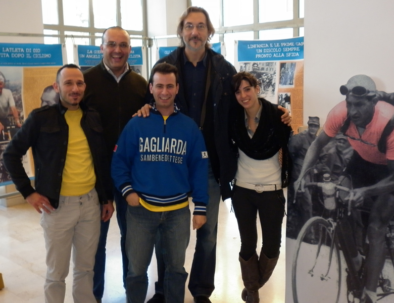 Il Presidente della Gagliarda Andrea Falcioni con due collaboratori e Andrea Zorzi