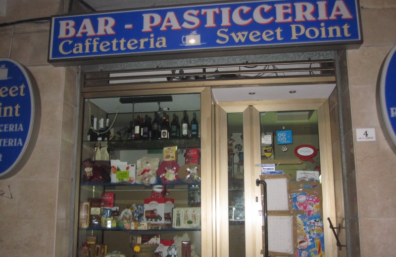 Il  bar Sweet Point dopo il furto