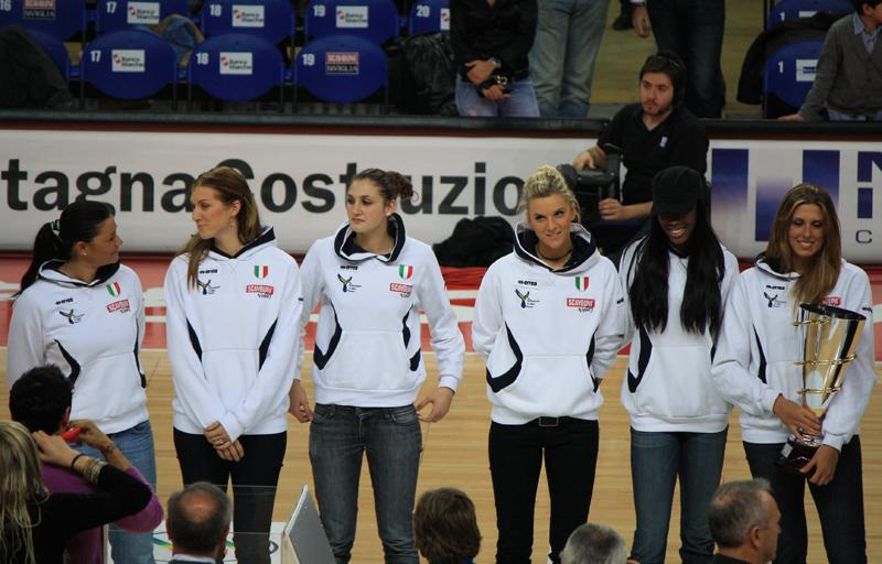 La squadra femminile della Scavolini Volley vincitrice della coppa CEV