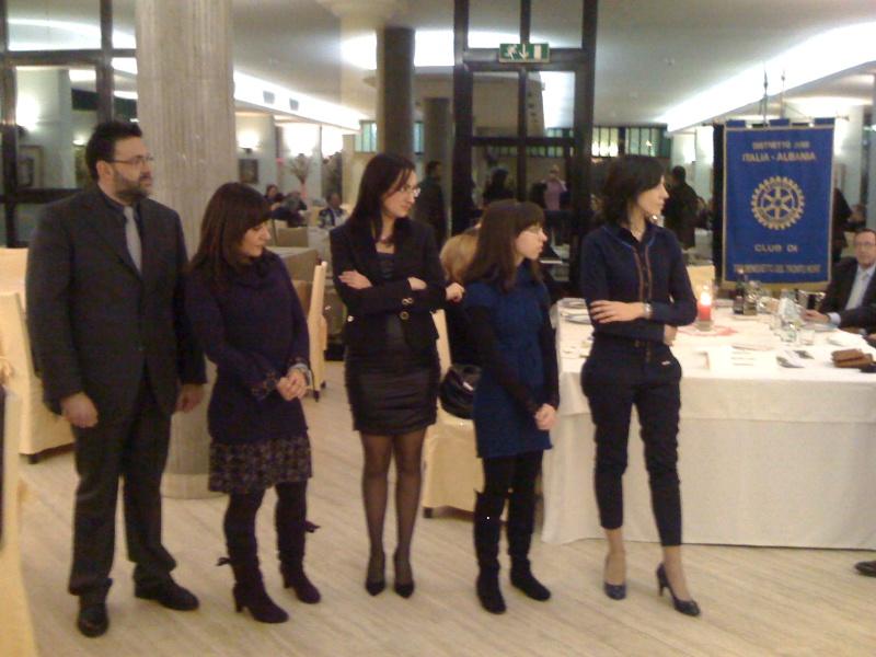 Premio Olivieri 2010. I finalisti aspettano il verdetto. Da sinistra Pierangelo Colombo, Mariangela Falcioni, Valeria Fabioneri, Valeria Nisi, Daniela Coccia