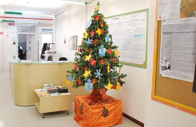 Albero di Natale del centro Alzheimer al Settore Servizi Sociali