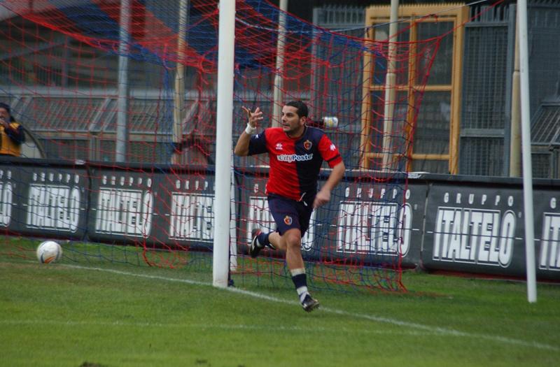 Caligiuri esulta dopo il gol al Rimini (foto Troiani)