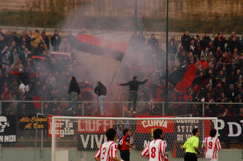 Tifosi rossoblu a Teramo (TROIANI)
