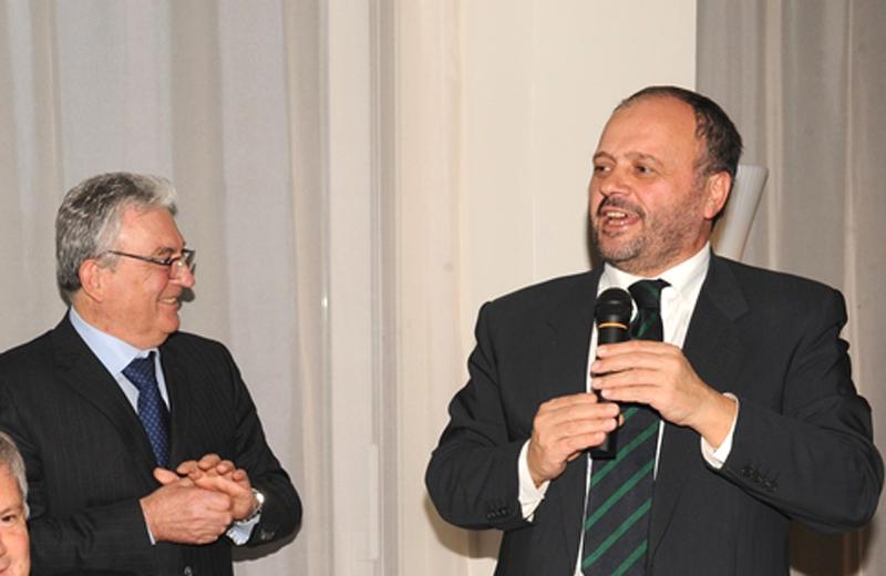 Raniero Iacoponi sembra guardare il sindaco Gaspari di sottecchi, durante la cena di Confindustria, al ristorante Noa di Grottammare, il 10 dicembre