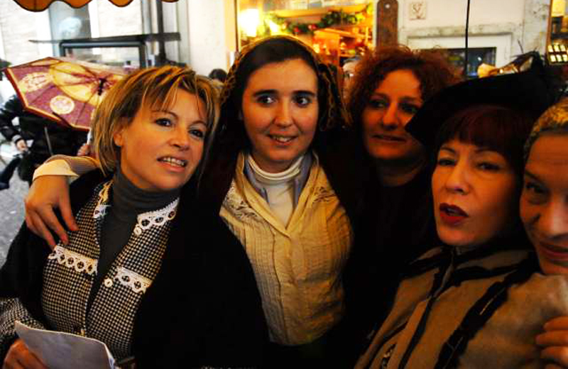 Natale al Borgo 2010, alcune delle brave attrici (foto Braccetti)