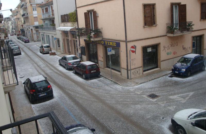 Neve in via Carducci di San Benedetto il 14 dicembre 2010