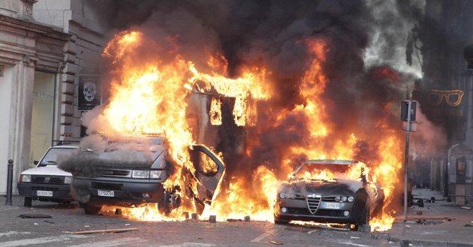 Roma, incidenti, 14 dicembre 2010 (da corriere.it)