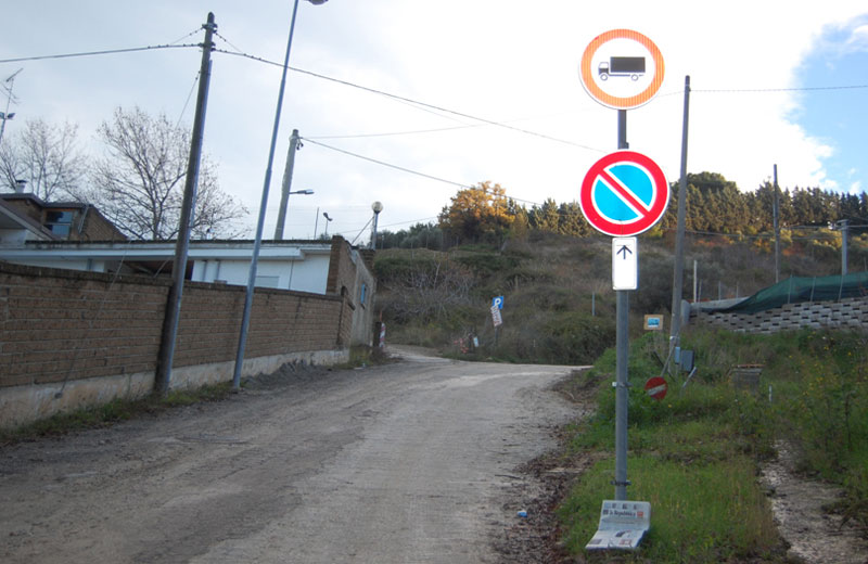 Il divieto di transito apposto dal Comune