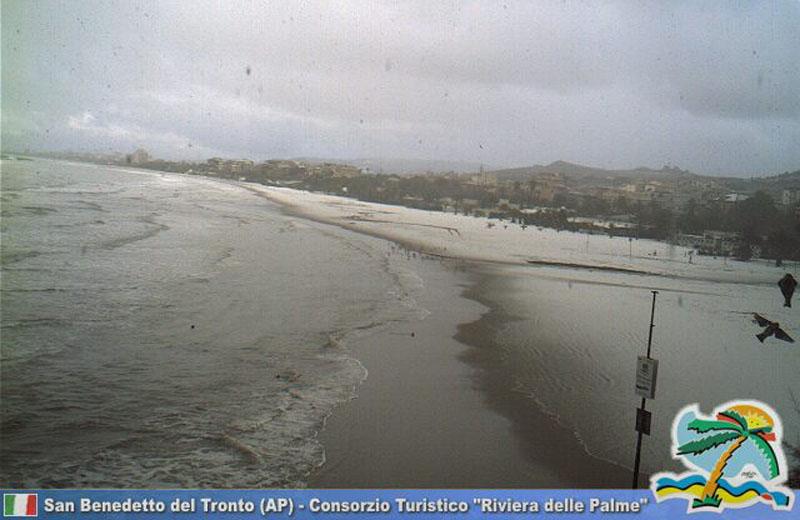 14 dicembre 2010: neve sulla spiaggia, ore 15:30 (dalla Webcam del Consorzio Turistico)