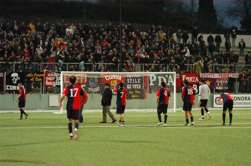 Comunque applausi ai rossoblu dopo la sconfitta a Teramo (TROIANI)