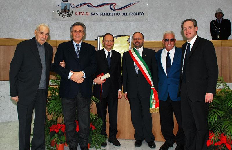 Vecchi e nuovi premi Truentum e sindaci: Camillo De Bernardinis è il terzo da sinistra