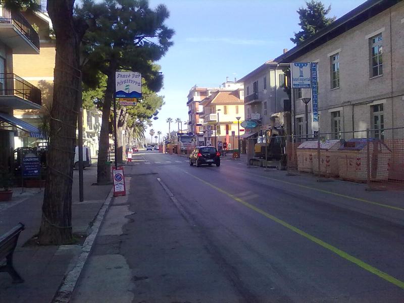 Via Mare, fine gennaio 2011, i lavori della Ciip propedeutici alla riqualificazione. E' una comoda