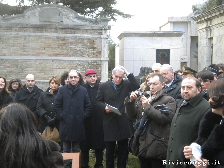 Autorità presenti all'area ebraica de cimitero di Ascoli