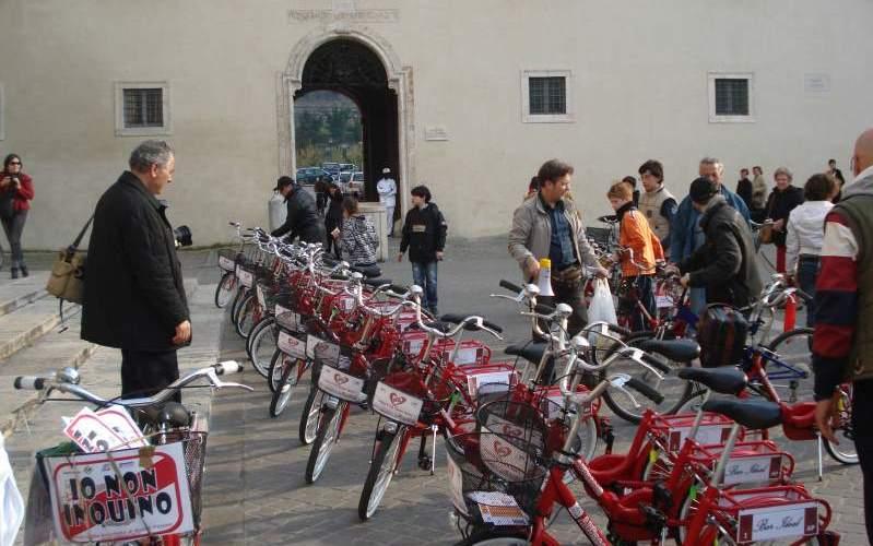 Biciclette in Piazza Arringo