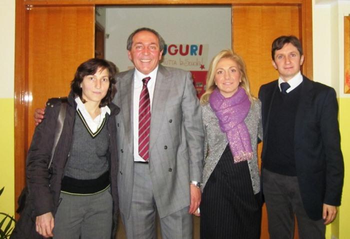 Da sinista, Giovanna Trillini con lo staff del Liceo Antonio Locatelli
