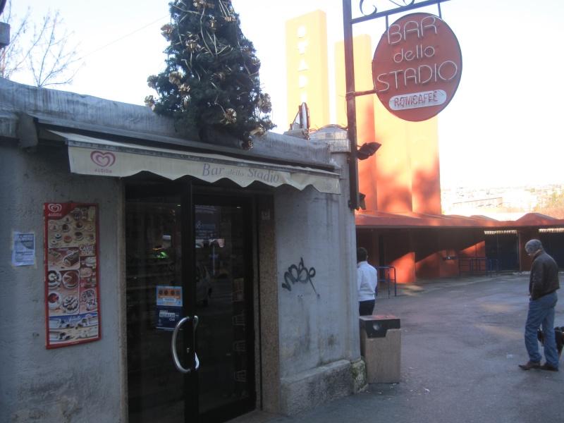 L'Aquila. Bar dello Stadio. Il proprietario si ostinò ad aprire immediatamente, per dare speranza al paese