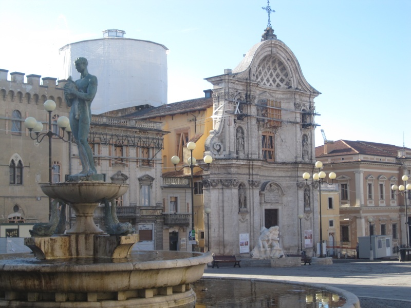 L'Aquila. Piazza Duomo.
