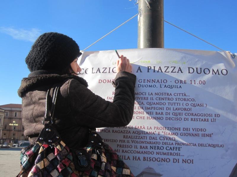 L'Aquila. Raccolte di firme al termine della Merenda in Piazza Duomo