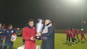 La Coppa Italia Marche 2010 consegnata al capitano dell'Ancona 1905.