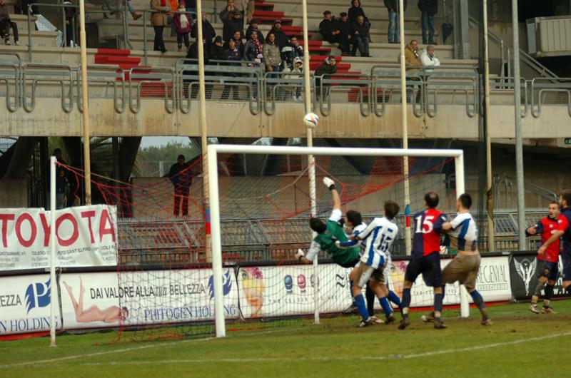 Il colpo di reni di Chessari salva il risultato contro l'Atessa (foto Troiani)