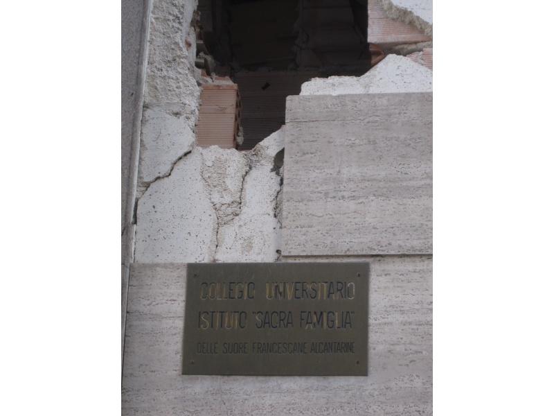Una crepa provocata dal terremoto