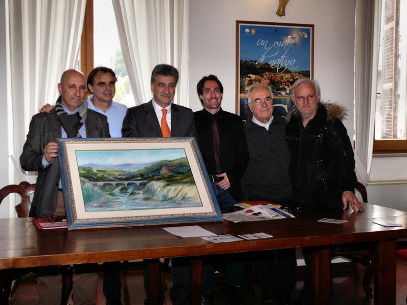 Tullio Luciani, Walter Assenti, Luigi Merli, Giuseppe Cameli, Mario Petrelli, Sandro Ciarrocchi con il quadro di Maria Luisa Panella