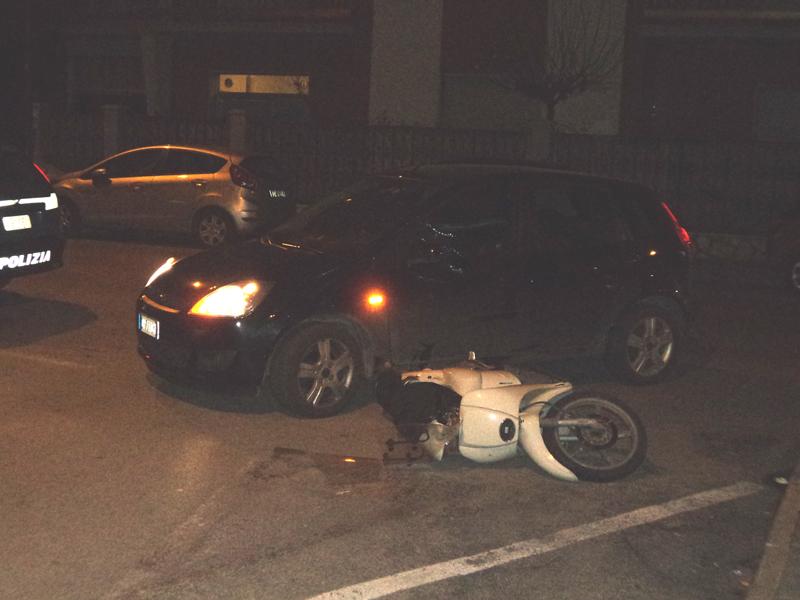 Una foto scattata subito dopo l'incidente mentre la polizia sta effettuando i rilievi del caso