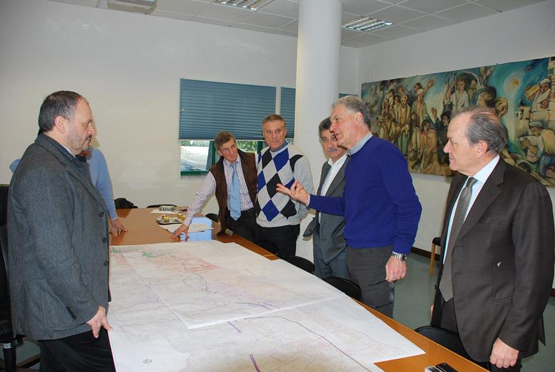 Piero Celani presenta il progetto della bretella collinare ai sindaci Gaspari e Merli e al presidente della Carisap Malavolta