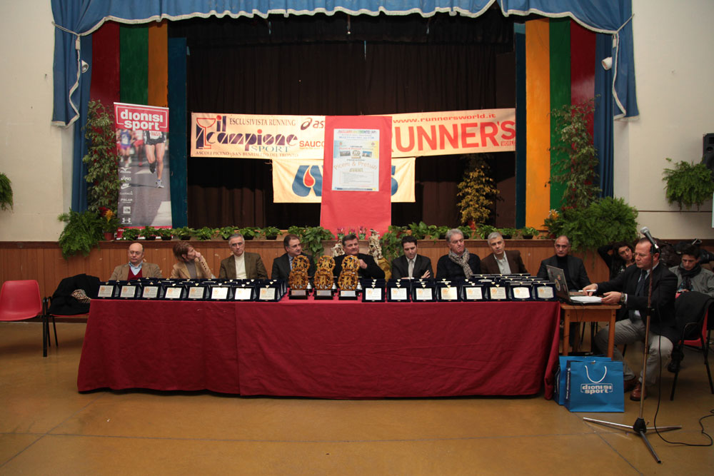 le autorità politiche presenti alla premiazione isnieme agli organizzatori