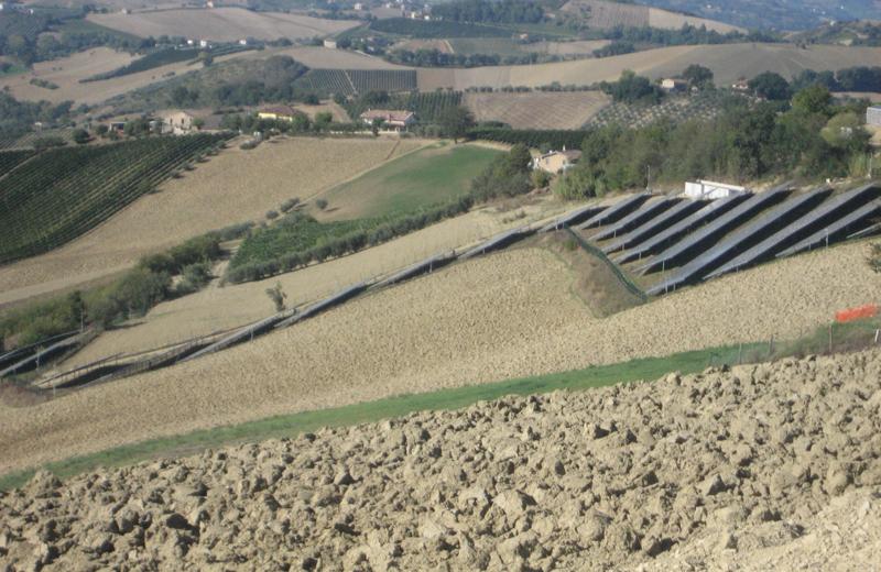 Colline fotovoltaiche a Montalto