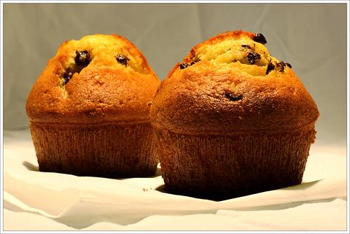 I muffin con gocce di cioccolato, una ricetta di Riviera Oggi InCucina