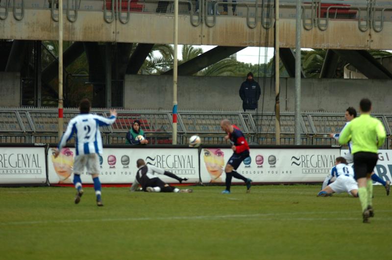 Samb-Atessa, la grande occasione di Covelli su Santandrea sul punteggio di zero a zero (foto Troiani
