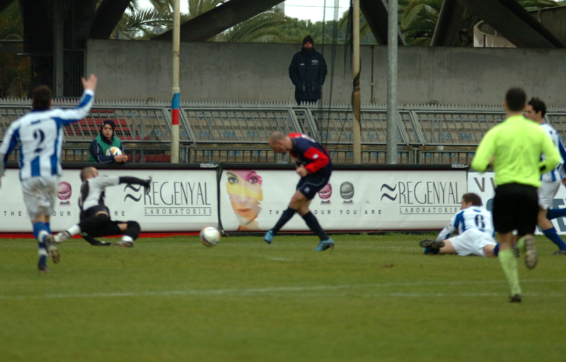Samb-Atessa, la grande occasione di Covelli su Santandrea sul punteggio di zero a zero (foto Troiani)