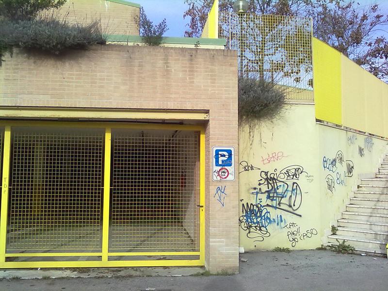 L'entrata del parcheggio che verrà aperto sotto la scuola Marchegiani