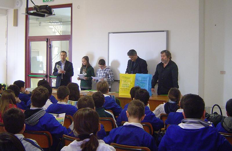 D'Erasmo, Collina e Marinelli spiegano agli studenti come riciclare i rifiuti