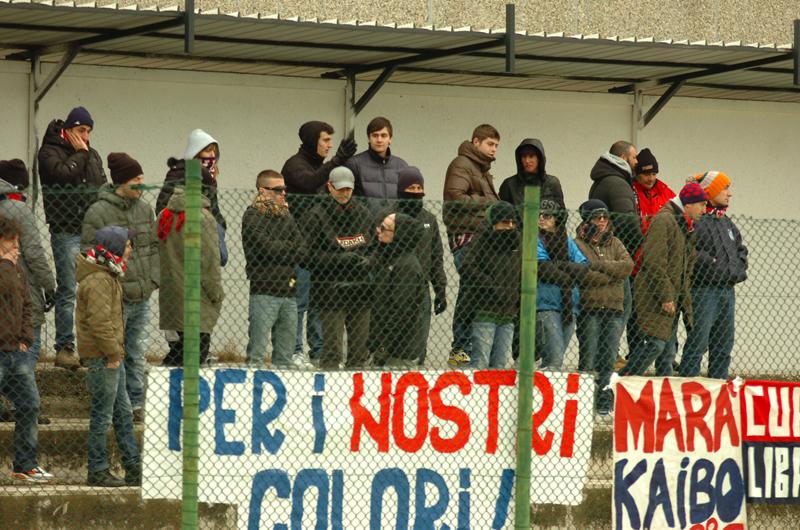 Tifosi rossoblu a Venafro (foto Troiani)